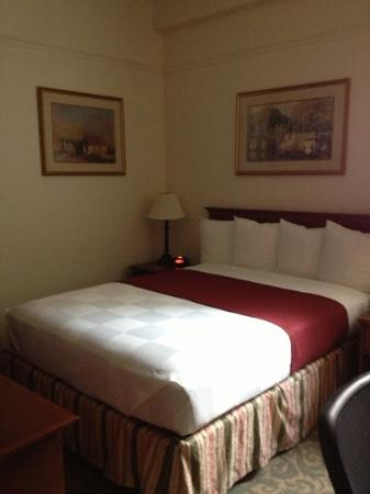 Best Western Plus Pioneer Square Hotel: very clean small bedroom - very European