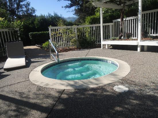 Olea Hotel: Beautiful sitting area with a hot tub