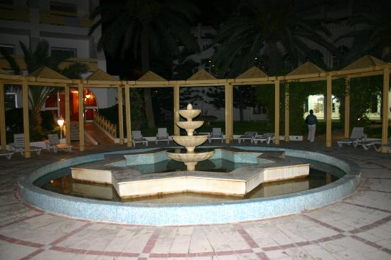 Marhaba Royal Salem: fountain at rear of hotel