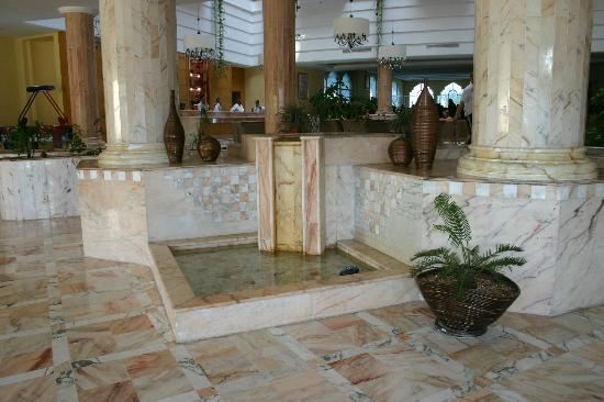 Marhaba Royal Salem: entrance to hotel