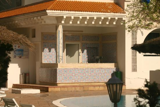 Marhaba Royal Salem: outside bar at main pool