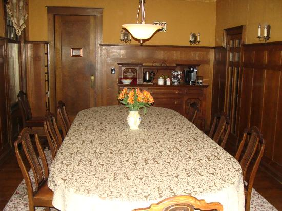 Park Place Bed and Breakfast: Original dining room table!