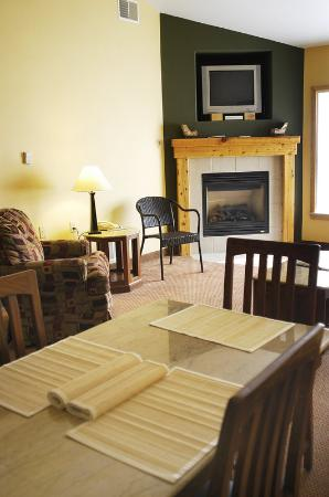 Mountain Edge Resort & Spa at Sunapee: Dining Room