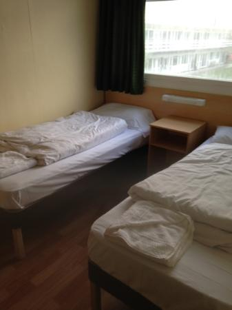 Pontin's Camber Sands Centre: One of the bedrooms in club.