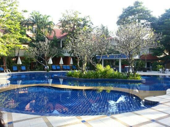 Hyton Leelavadee Phuket: poolside 