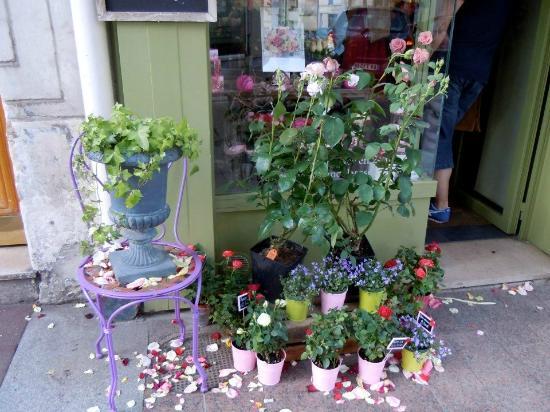 Val-de-Marne, Frankrig: A store on Grande Rue Charles de Gaulle in Nogent-sur-Marne