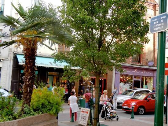 Val-de-Marne, France : Grande Rue Charles de Gaulle in Nogent-sur-Marne