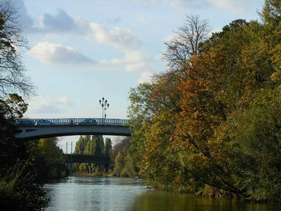 Val-de-Marne, France : The Pont de Champigny in Saint-Maur-des-Fossés