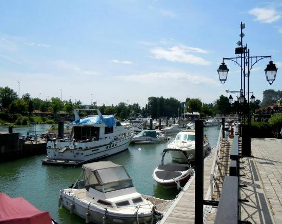 Val-de-Marne, France : The marina in Nogent-sur-Marne