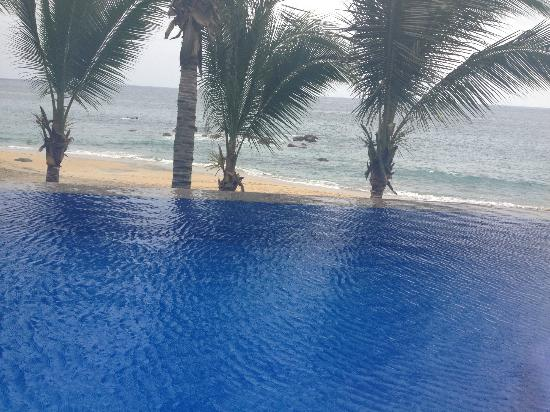 Playa Escondida: Infinity pool