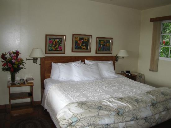 La Montana y el Valle Coffee Estate Inn: Comfy king-sized beds