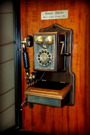 The Great Southern Hotel: Old telephone, it actually works.