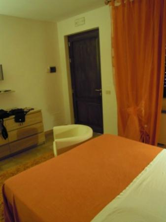 Corallo Eco Wellness Hotel: camera arancione