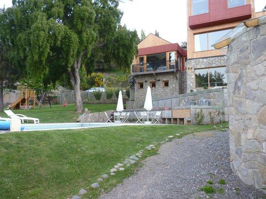 Rosas Blancas Apart Hotel : Pileta y área recreativa