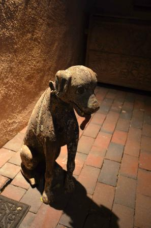 Inn of the Five Graces: Sandalwood Guard Dog