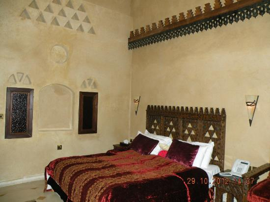 Assaha Hotel: A nicely decorated bedroom