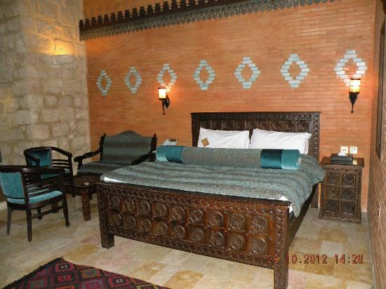 Assaha Hotel: A persian style bedroom.