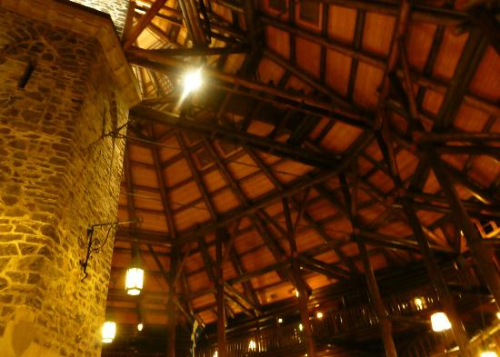 Fairmont Le Chateau Montebello: Magnificent ceiling of the Reception area