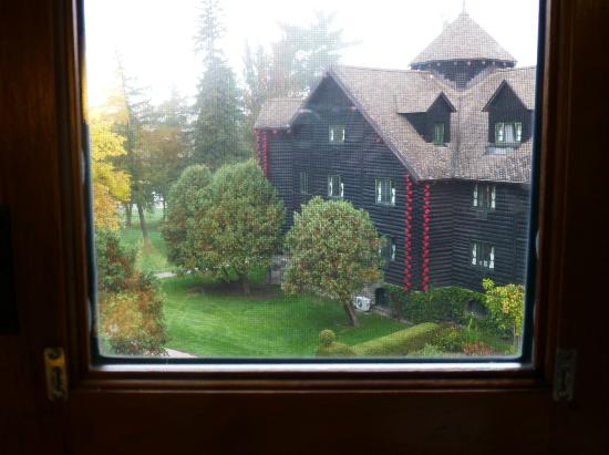 Fairmont Le Chateau Montebello: View from our room