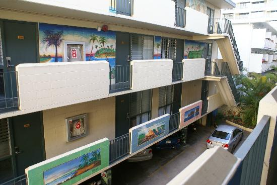 Waikiki Beachside Hostel: Balconies