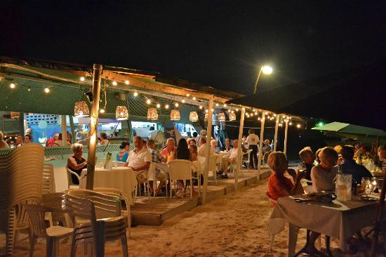 Lobster Alive : Dining under the stars, sand between your toes