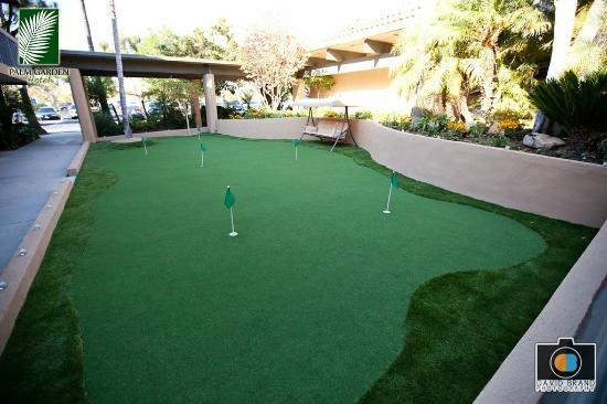 Palm Garden Hotel: 6 hole putting green