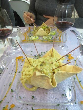 Ristorante Al Burgo: Risotto and pasta dishes to die for - very unique flavours and presentation!