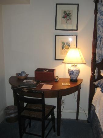 Scarborough Fair Bed & Breakfast: desk in room