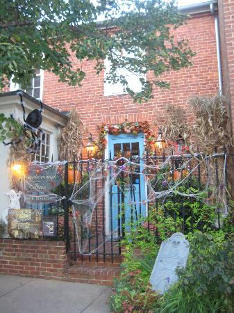 Scarborough Fair Bed & Breakfast: ready for halloween!