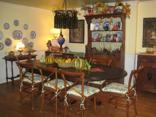 Scarborough Fair Bed & Breakfast: dining table