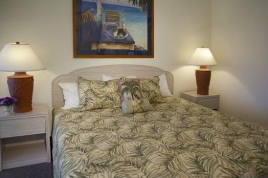 Gulf Tides of Longboat Key: Sample master bedroom