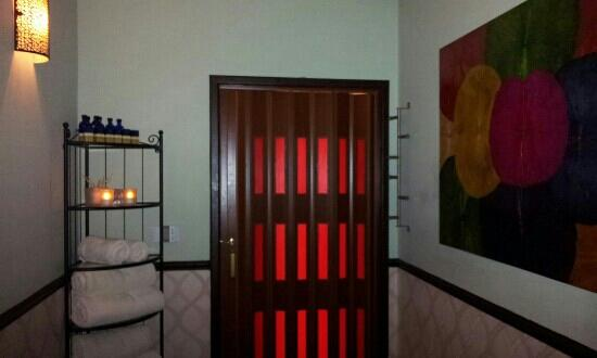Ling Ling Massage Therapy: lovely room