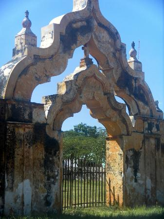 Hacienda Yaxcopoil: Double moorish Arch