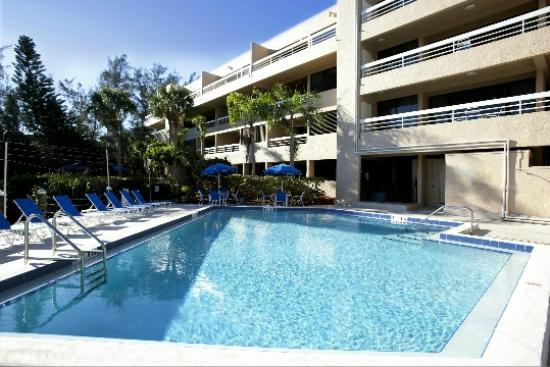 Longboat Bay Club: Pool area