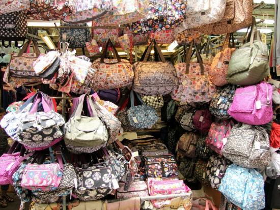 มงก๊ก: Fa Yuen Street Market Scene in Mongkok
