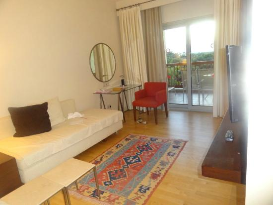 Barut Lara: Room inside