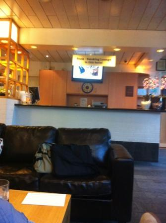 Bastion Hotel Amsterdam Noord: reception desk - no one is there most of the time