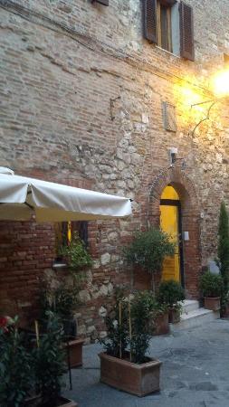 Albergo Duomo: Hotel Front Door