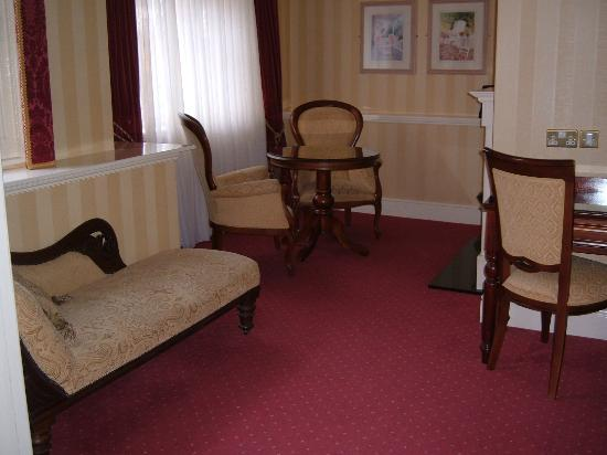 Arbutus Hotel: Sitting Area - Mini Suite
