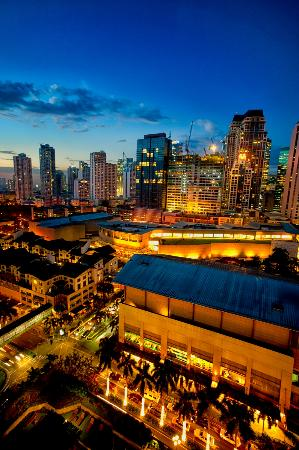New World Makati Hotel: Sunset View of Makati City