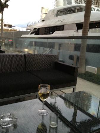 Kimpton EPIC Hotel: Outdoor Lounge