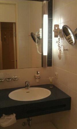 Hotel Burghof: bath