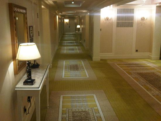 The Astor Hotel, A Luxury Collection Hotel: Corridor
