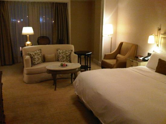 The Astor Hotel, A Luxury Collection Hotel: Good sized rooms