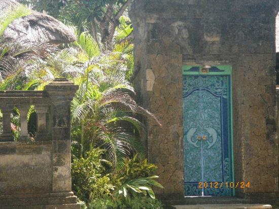 ذا رويال بيتش سمينياك بالي - مجالري كولكشن: The Royal Beach Seminyak Bali - villa102 entrance