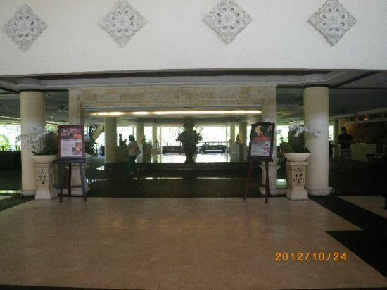 โรงแรมรอยัลบีชเซมินยัคบาหลี: The Royal Beach Seminyak Bali - reception