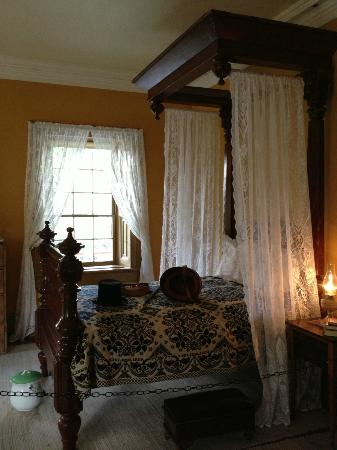 Brigham Young Winter Home Historical Site: Bringham's original bed brought from Salt Lake City