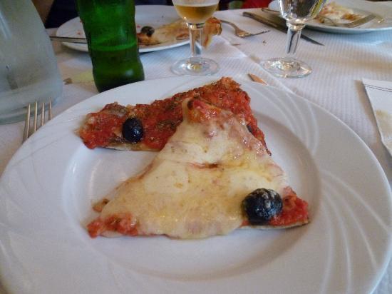 Chez Etienne: pizza toute simple fromage ou anchois