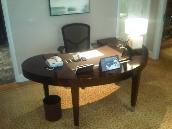The St. Regis Beijing: Great work desk