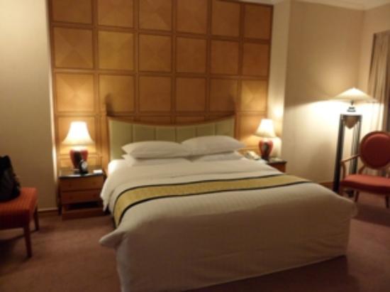 Melia Hanoi: bedroom